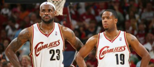 LeBron pokes fun at Damon Jones - (Image: Cavaliers/YouTube)