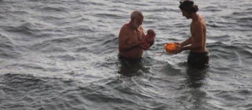 Turista russa partorisce nel Mar Rosso - corriere.it