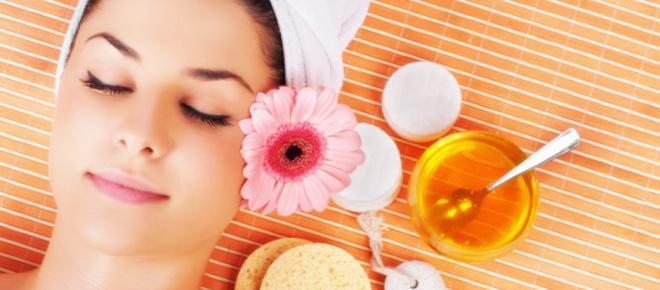 Os benefícios do mel para a pele do rosto