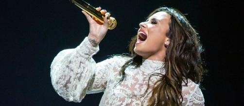 Demi Lovato is celebrating a lengthy sobriety. [Image source: Wikimedia Commons: Ralph Arvesen]