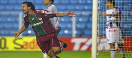 Em 2010, com direito a gol de Fred, Fluminense aplicou 3 a 0 sobre o Avaí (Foto: Edemar Annuseck)