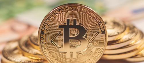 Facebook prohíbe la publicidad relacionada con el Bitcoin