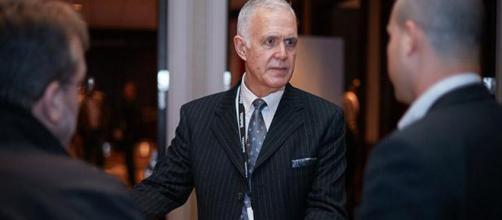 Steve Cox, vicepresidente del grupo Oracle