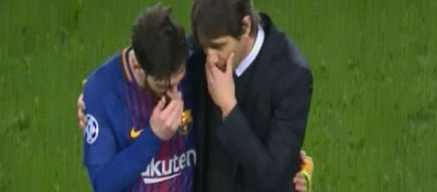 Antonio Conte le dice algo a Lionel Messi