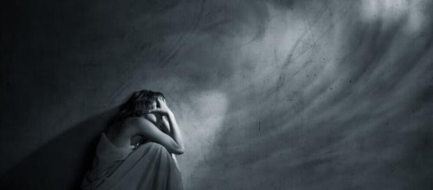 La depresión de alto funcionamiento puede manifestarse en su vida o en la vida de un ser querido de muchas maneras