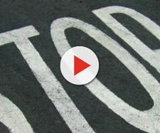 Il segnale dello stop nel manto stradale
