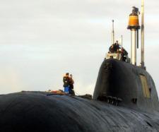 Submarin nuclear rusesc în Portul Brest , Franța , de tip Shchuka-B - Foto: www.rt.com (FRED TANNEAU / AFP)