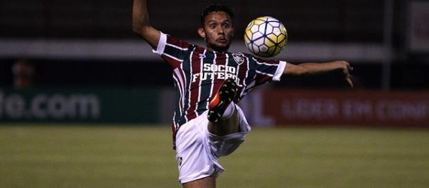 Por decisão judicial, Gustavo Scarpa volta a ter contrato com o Fluminense (Foto: Nelson Perez)