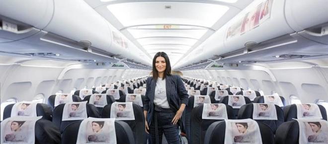 Fatti sentire: Laura Pausini presenta il nuovo album sul volo Milano-Roma