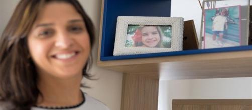 Ana Carolina Oliveira mostra a filha Isabella Nardoni nas fotos dos porta-retratos