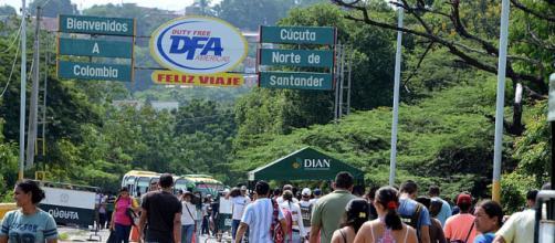El gobierno de Colombia otorgará residencia a venezolanos desplazados