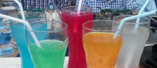 Cold drinks and straws (Image credit – Dharmadhyaksha, Wikimedia Commons)