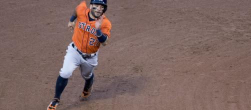 Jose Altuve running on the bases. - [Image via Flickr /keithallison]