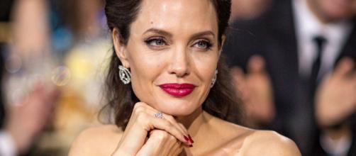 Pare che Angelina Jolie abbia un nuovo fidanzato, molto più giovane di lei.