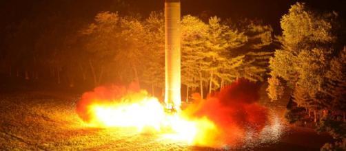 Putin presenta un nuevo misil balístico intercontinental que hace ... - univision.com