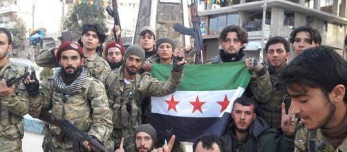Rebeldes sirios y militares turcos entran en la ciudad siria de Afrin