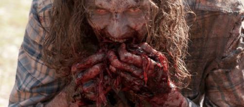 Zumbi parecido com o personagem Carl de ''The Walking Dead''