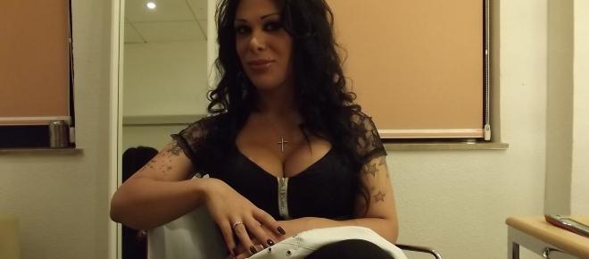 Sálvame: Nova admite su paso por la prostitución