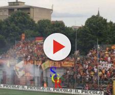 I tifosi del Lecce nella trasferta di Alessandria dello scorso anno. Foto Salento Giallorosso.