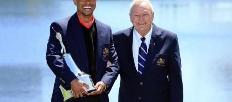 Tiger y Arnie en 2013 después de su octava victoria en Bay Hill