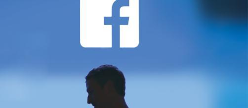 Facebook sob pressão - ISTOÉ DINHEIRO - com.br