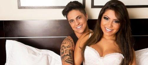 Gretchen assiste pela web casamento do filho Thammy Miranda em Las Vegas