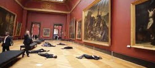 Libérons le Louvre's performance flickr.com