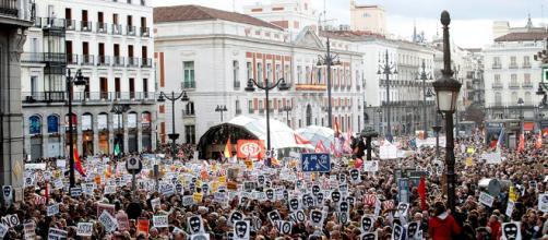 Miles de personas se manifiestan en contra de la 'ley mordaza' - elobrero.es