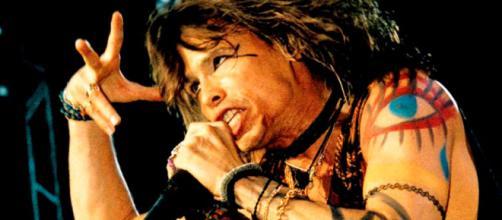 Steve Tyler degli Aerosmith (Foto - nme.com)