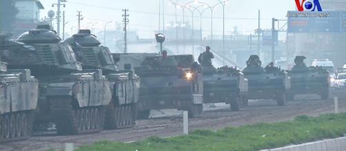 Tanques turcos dirigiéndose a Afrin