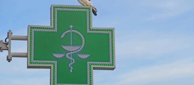 Compra La Cruz Verde De Las Farmacias, Símbolo De La Pureza Divina ... - farmacialabandeira.com