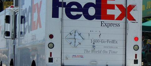 FedEx Truck by Coolcaesar at Wikipedia Commons