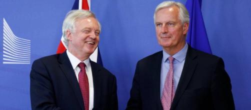 """La UE y el Reino Unido alcanzan un acuerdo sobre el """"brexit"""""""