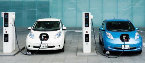 Nel futuro le auto si ricaricheranno così?