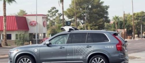 Uber ha dichiarato di stare sospendendo i test di guida automatica a causa un incidente mortale ai danni di una donna