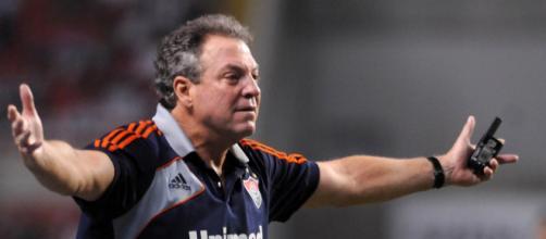 Abel Braga, defiende a su equipo a pesar de las duras criticas