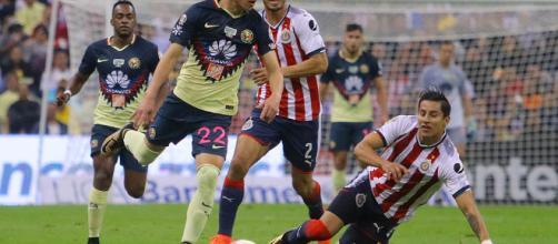 América y Guadalajara se enfrentará esta noche en la cancha del Estadio Akron.