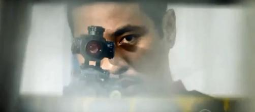 "Beulah Koale makes his shot as Junior Reigns on this week's episode of ""Hawaii Five-O."" [image source: Promopreviews/YouTube screenshot]"
