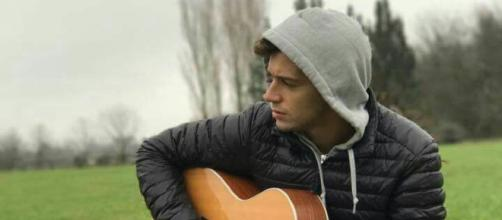 Inspirado Tocando Guitarra . . .