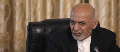 El presidente Ghani arroja la toalla mientras llama a los talibanes para dialogo