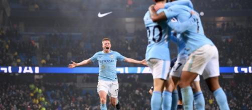 Manchester City produjo una brillante actuación para vencer al Arsenal por segunda vez en cinco días y ampliar su ventaja en la parte superior