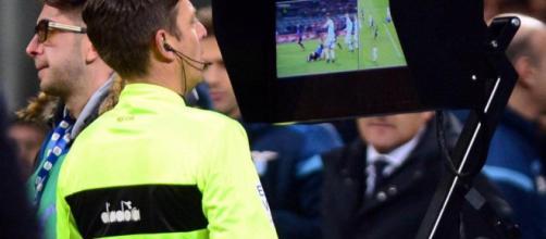 VAR (Video Assistant Referee) crea polémica