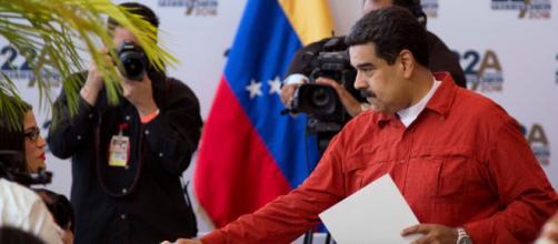 Venezuela retrasa las elecciones presidenciales para mayo