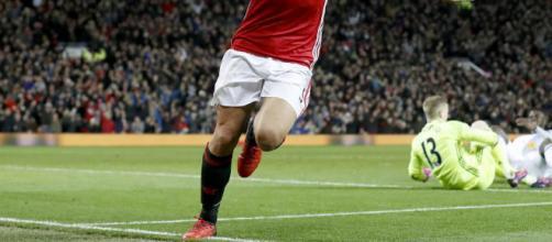 Zlatan Ibrahimovic a la decision de seguir o no en el Manchester United