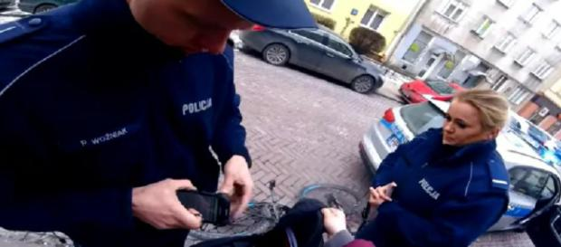 Brutalna interwencja polskiej policji (youtube.com).