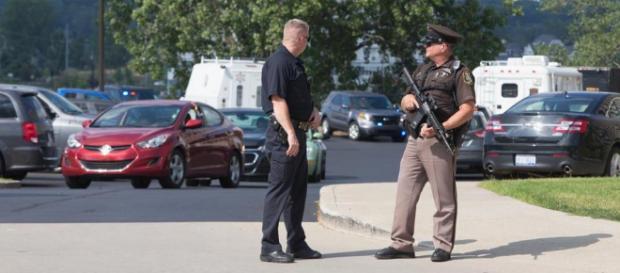 La police de Michigan recommande aux étudiants de rester à l'abris