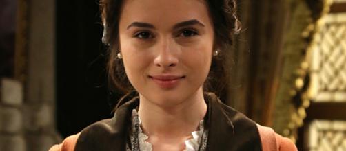 ANTENA 3 TV | Giulia Charm interpreta a Beatriz - antena3.com