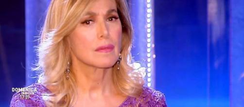 Barbara D'Urso furiosa con il paparazzo a 'Domenica Live' - today.it