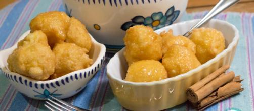 Las recetas de buñuelos son una docena de docenas, pero esa es más razón para sacudir las cosas.