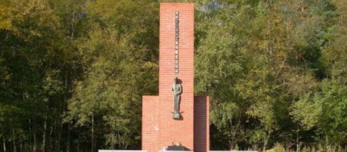 Monumento em homenagem aos trabalhadores do túnel Jomon